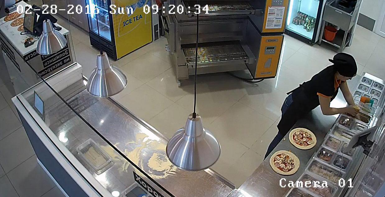 Запись с камеры наблюдения в кафе